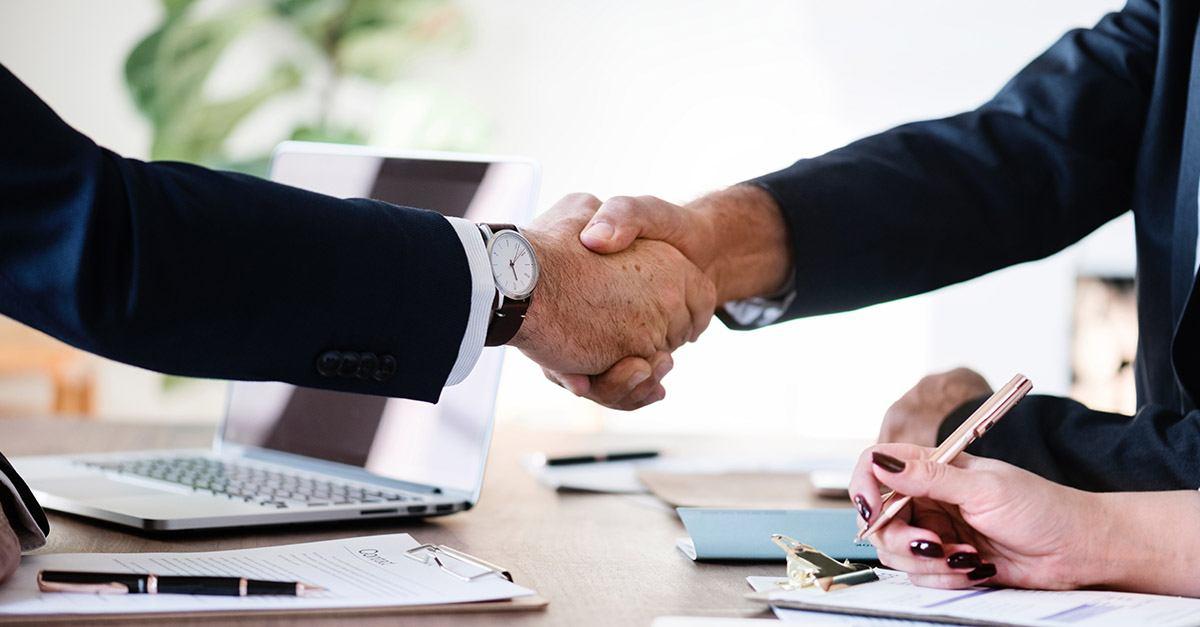 ¿Qué servicios ofrece un despacho de abogados en un proceso de compraventa de empresas?